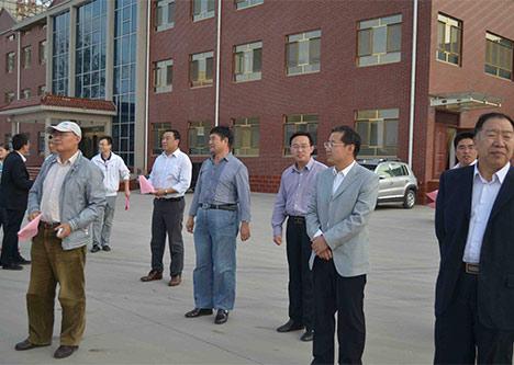 济南市委智库专家及回河镇卢波书记莅临我公司参观