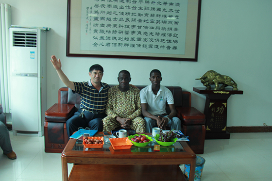 非洲客商来华北平台公司采购高空作业车