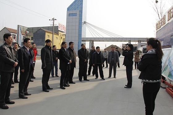 市领导来我公司莅临华北平台公司检查指导升降平台生产